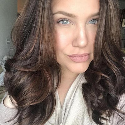 woman with brown hair color and highlights